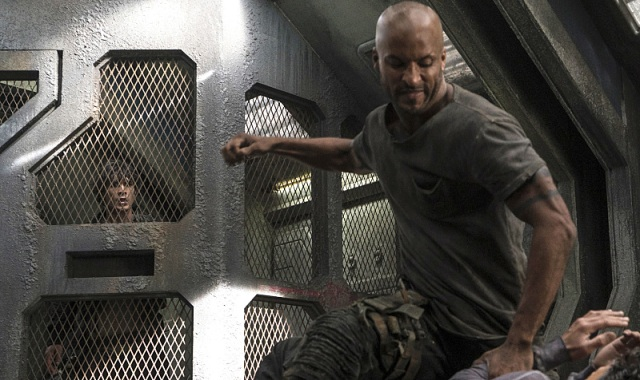 "The 100 -- ""Terms and Conditions"" -- Image HU308a_0172 -- Pictured (L-R): Bob Morley as Bellamy and Ricky Whittle as Lincoln -- Credit: Katie Yu/The CW -- © 2016 The CW Network, LLC. All Rights Reserved"