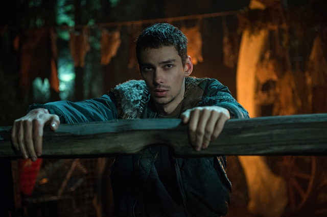 "The 100 -- ""Nevermore"" -- Image HU311a_0243 -- Pictured: Devon Bostick as Jasper -- Credit: Diyah Pera/The CW -- © 2016 The CW Network, LLC. All Rights Reserved"