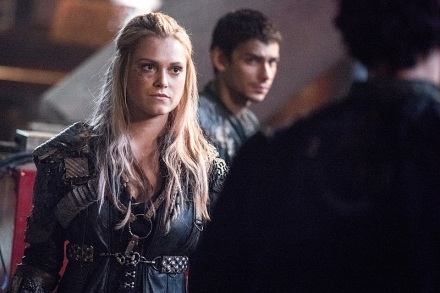 """The 100 -- """"Perverse Instantiation - Part One"""" -- Image: HU315b_0354 -- Pictured (L-R): Eliza Taylor as Clarke and Devon Bostick as Jasper -- Photo: Dean Buscher/The CW -- © 2016 The CW Network, LLC. All Rights Reserved"""